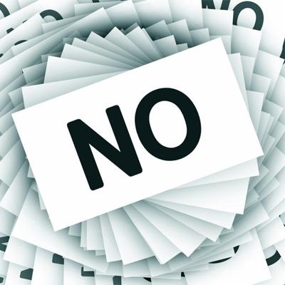 """Une spirale de panneaux """"marqués """"NON"""""""